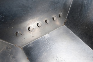 Spray jet in feeding trough